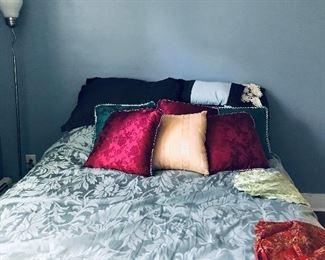 decorative silk pillows ,comfort set