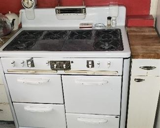 1960's Stove (check out the clock)