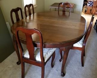 #1Glory Ocenic Dining table with 5 chairs and2 leaves 54-74x54x28 $220.00