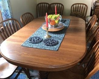 Beautiful oak table with 12 chairs