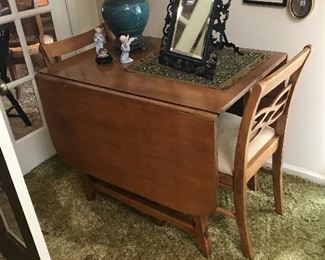 Nice drop leaf table with 4 chairs