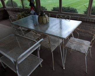 Woodard patio set in really nice condition just needs to be repainted