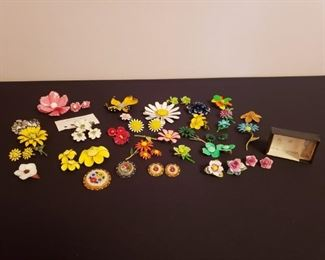Vintage Floral Earrings & Brooches https://ctbids.com/#!/description/share/208405
