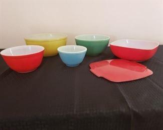 Vintage Pyrex Bowls https://ctbids.com/#!/description/share/210836