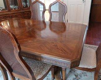 Bernhardt dining  room  set(has  leaves and  pads)