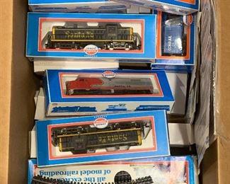 Model Power train set. HO scale. 18 cars, 3 engines, 2 power sources, tracks.
