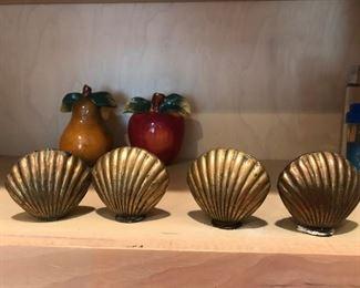 clam shell salt & pepper shakers
