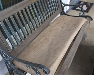 Out door bench - good condition