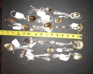 Souvenir spoons in previous photos now box lotted by state and/or theme