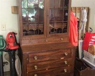 Nice desk/display cabinet