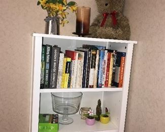 5 SHELF BOOKCASE / BOOKS