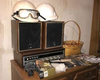 VINTAGE RADIO W/SPEAKERS