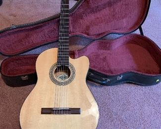 MITCHELL LC - 200CE CLASSICAL ACOUSTIC ELECTRIC GUITAR