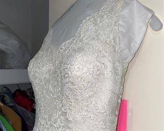 WEDDING DRESS- SIZE SMALL 4-6