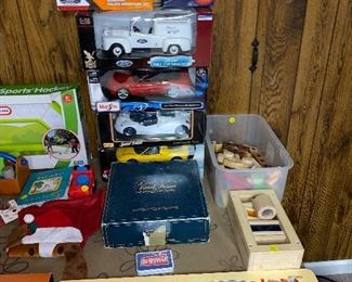 COLLECTIBLE DIE-CAST MODEL CARS