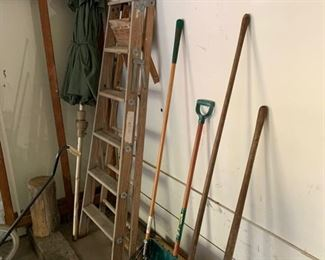 LAWN AND GARDEN HAND TOOLS
