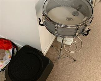 LUDWIG SNARE DRUM KIT WITH CARRYING CASE