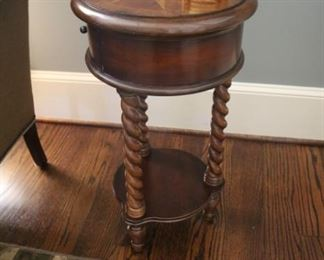 Hooker Furniture 14-Inch Inlay Side Table