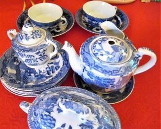 Blue Willow Child's Tea Set