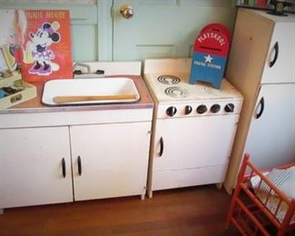 Vintage Child's Kitchen Set