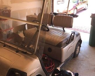 Golf Cart - Needs Batteries but is in great shape!! 2007 Yamaha