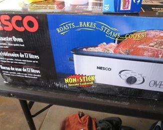 Nesco 18 Qt. Electric Roaster Oven in Box
