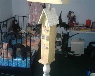 Lovely decorative birdhouse floor lamp