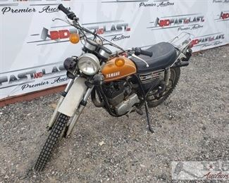 50: 1976 Yamaha Enduro 250 1976 Yamaha Enduro 250. Has keys. VIN - 450-03294  Selling on Non-Op status. DMV fees: $36 and $70 doc fee Sold on Application for Duplicate Title. Year: 1976 Mileage: 4,049