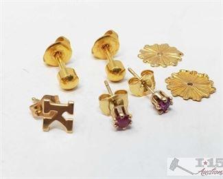 511:  14k Gold Earrings 14kt Gold Earrings weighs approx 2.1g