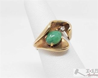 512: 14k Gold Ring with Diamond and Jade 14k Gold Ring with Diamond and Jade weighs approx 5.7g size approx 6
