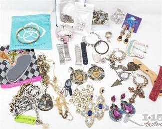 758: Miscellaneous Jewlery including Gypsy Soule, Geneva Watch and more! Wow there are SO many cool pieces of jewelry in this lot! Including a few pieces of Gypsy Soule jewelry (earrings still on retail card), crystal jewel pieces in bags. Silver, gold, and various gemstones also seen here. Geneva Watch, several watchbands, and more! Several faith-based items such as cross pins, necklaces, earrings, etc.