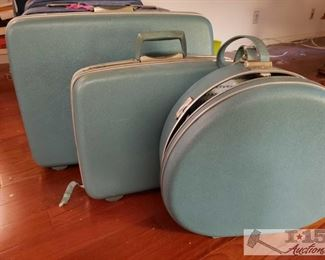 8627: 4 Piece Vintage Samsonite Set WOW! This is a set of 1960's Samsonite hard bodied luggage in vintage sky blue!! Each piece has lined inner compartments with elastic band silky pockets and clip straps to keep belongings secure. These are clean and well preserved. Four pieces including train case, hat box, and suit cases. These are a rare find especially in a set.