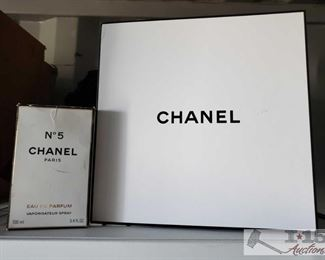 8728: Chanel number 5 perfume These are empty bottles and containers of Chanel No.5 perfume 3.4oz eau de parfum gift set.  *Disclosure* Empty contents