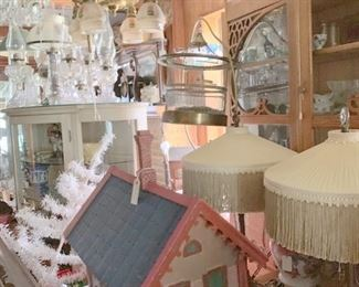 Doll house and more lamps