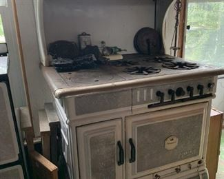 Nice enamel stove with top
