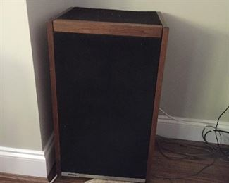 ONE OF TWO BOSE 601 SERIES SPEAKERS