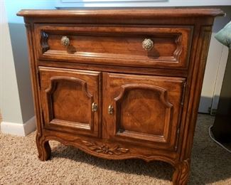 Drexel Side Table/Night Stand https://ctbids.com/#!/description/share/212148
