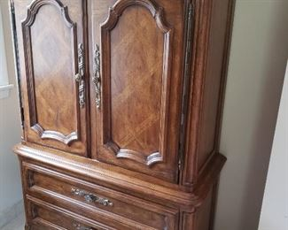 Drexel Tallboy Dresser https://ctbids.com/#!/description/share/212337