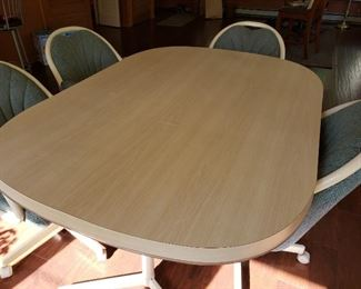 Dining Room Table & Chairs https://ctbids.com/#!/description/share/213486