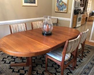 Mid Century Style Dining Table with Two Leaves & Four Chairs