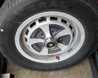 Jaguar xj6 tire and rim
