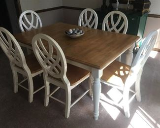 Dining Room Table and 6 Chairs with Leaf