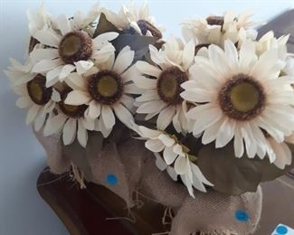 Fun flowers m.great for dining or hall tables or special events ..5 each