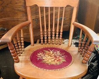 Victorian sewing rocker, good condition.