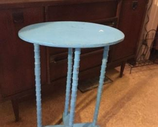 Spool leg table