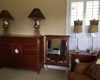Thomasville dreser with jewelry box mirror, lamps,  etc.