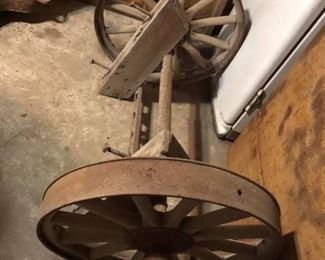 Model T wheels and axle. Would make a nice historical bench.