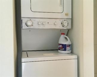 Stacking washer dryer