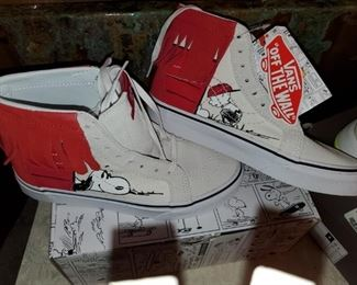 Limited Edition Snoopy Vans! Size 6