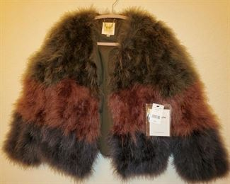 New from Sweeden-Ostrich/Maribou feathers that are tri colored and lined...